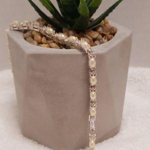 Avon pearls and diamonds tennis bracelet